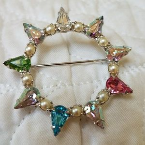 VTG B. DAVID Rhinestone Wreath Pin